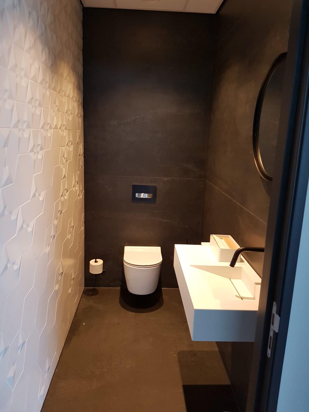 Toilet-kitten-kitvoegen