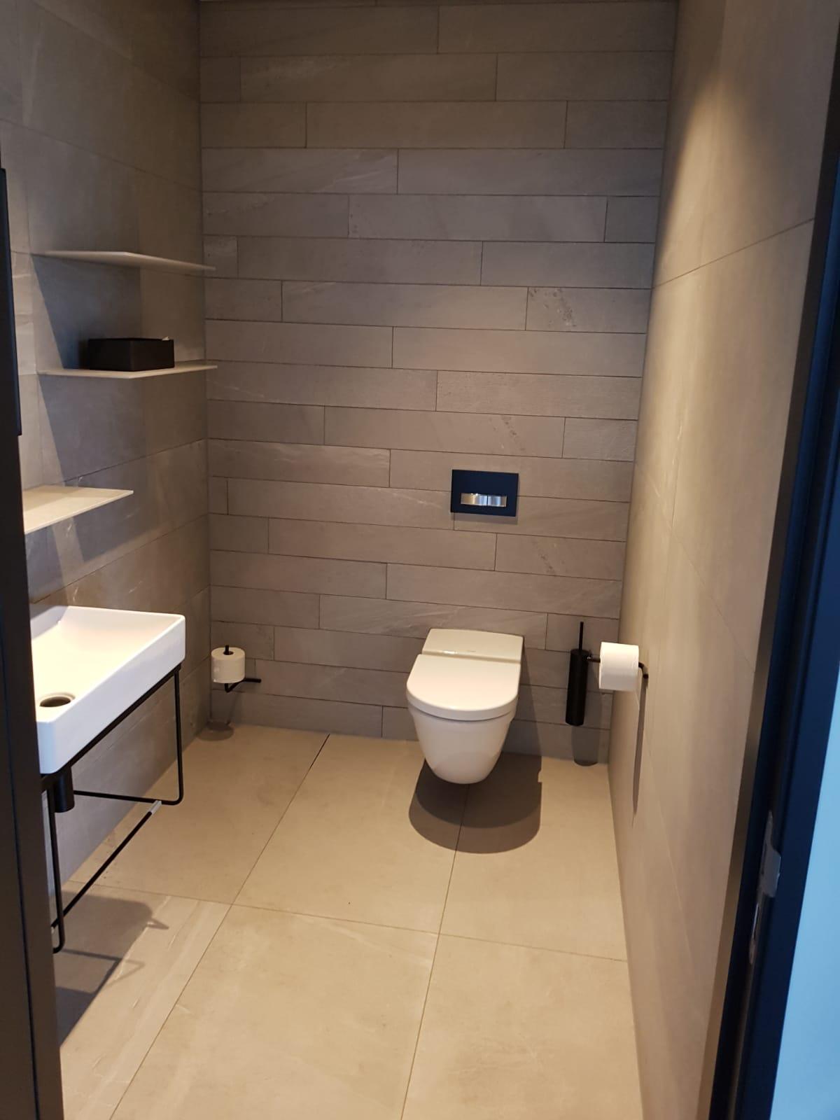 kitvoegen-toilet-kitten